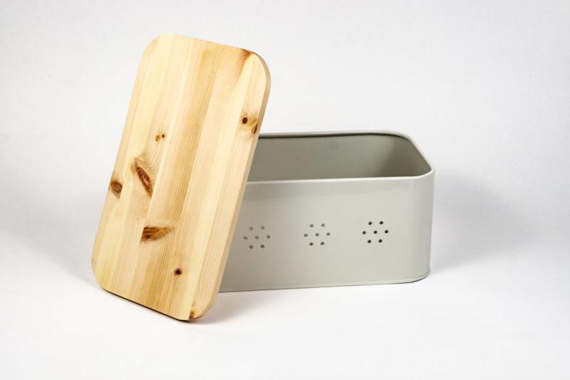 Brotbox Zirbe mit Deckel aus Zirbenholz Rückseite geöffnet