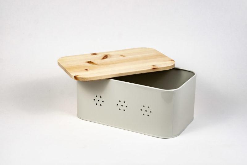 Brotbox Zirbe mit Deckel aus Zirbenholz Rückseite halb geöffnet